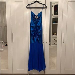 Strapless Caché Gown